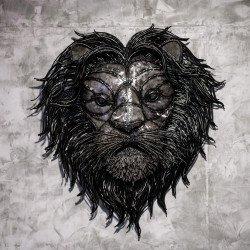 สิงโตเหล็กติดกำแพง