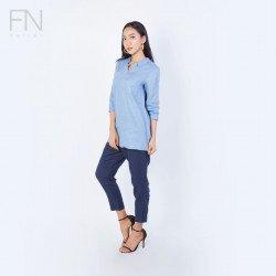 INCO เสื้อผู้หญิงคอวีมีปกแขนสี่ส่วนตัวยาว  ตัดต่อชายหลังแต่งกระดุมผ้าลินิน 100% LINEN