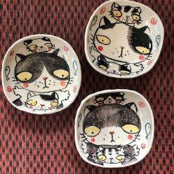 จานลายแมวสีดำ